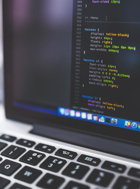 Webfejlesztés során webáruházakat is készítünk vagy felújítunk